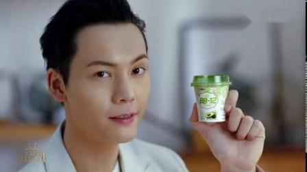 陈伟霆对蒙牛酸奶表白