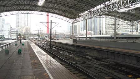 CRH2C-2080担当G7033次(常州-上海)进上海站同时CRH1E担当0D313次(上海-南翔动车所)出站