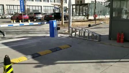 北京安贝驰车牌识别系统在赛蒂9号院安装交付使用视频
