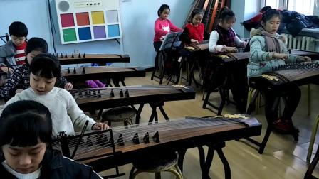 新疆二校古筝3年级【茉莉花】学生上课练习视频  2018-12-19 胡老师课堂