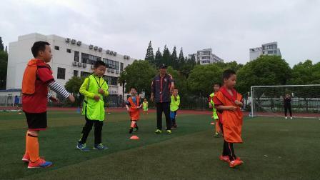 【7岁】5-22哈哈参加足球俱乐部月度对抗赛VID_090548