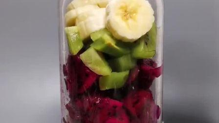 原料:香蕉 火龙果 猕猴桃 纯牛奶     具有通便排毒,缓解疲劳,促进消化,美白祛斑等功效