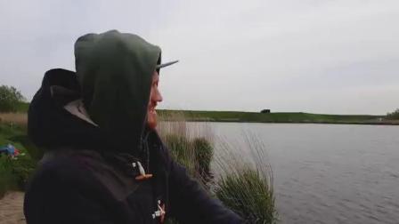 【荷兰小哥】假期垂钓 穿着裤衩捞鱼钩 欧洲卡车司机的日常