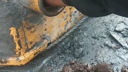 哪个缺德的王八蛋,往柴油箱里面放石头!😡😡😡