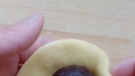 家庭版毛毛虫面包制作过程,你学会了吗?