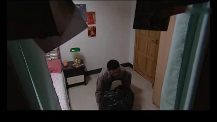 谜证:男子吃力抱袋垃圾上楼,没想到竟是尸体,还变态的给女尸化妆!