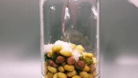 食材:花生 黄豆 葡萄干 白糖  花生黄豆最爱豆浆营养的早餐饮品,如果你也喜欢,请给我一个大大的❤吧!