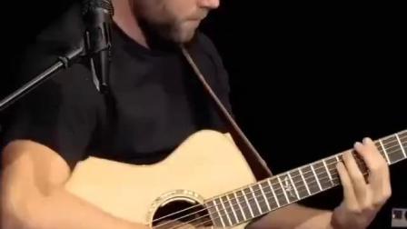 瑞士乐手Zarek Silberschmidt用他的美诗特Maestro吉他弹奏