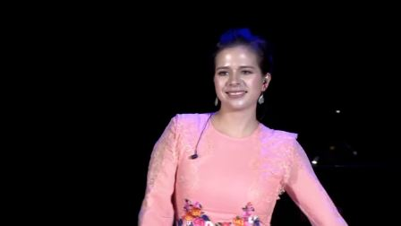 天使丽娜演唱俄罗斯著名歌曲《喀秋莎》,说中文很高兴来到中国 2019郎朗钢琴盛典 20190127