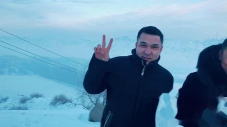 王子霆与新疆的伙伴在雪山 ageLOC如新事业