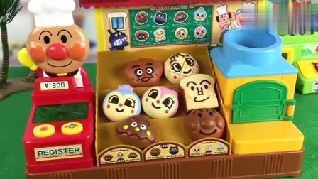 果酱爷爷和BB超人光顾红豆面包超人面包屋5