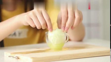 妹子用鸡蛋制作手工面膜,润肤效果好,纯天然对皮肤零伤害