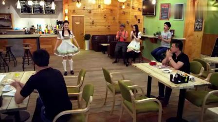 女仆咖啡厅,现在的咖啡厅竟还有这样的服务,真是大开眼界了
