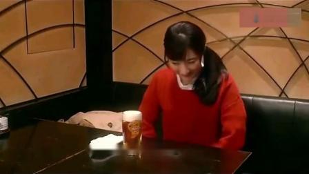 和歌子酒:和歌子工作后,一杯冰啤酒配着深海鱼排,表情真享受