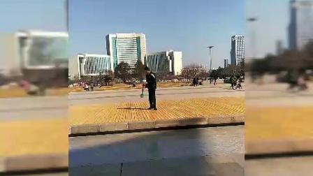 潍坊人民广场杨师傅打花棍教学表演