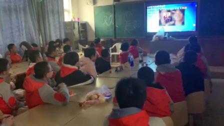 福州七中初二年段的同学带来的歌曲《沙漠骆驼》