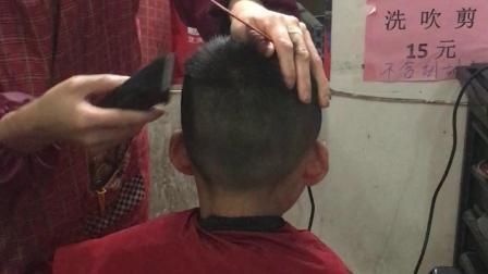 弟弟剪头发