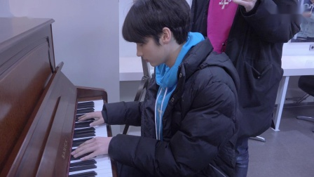[T:TIME] HUENINGKAI, the soulful pianist- TXT