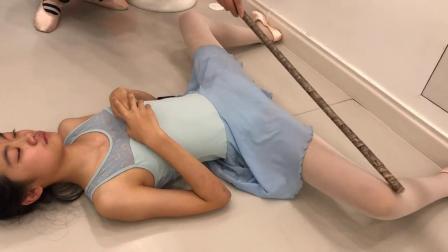 这是芭蕾舞压大胯训练?网友:隔着屏幕看都疼!