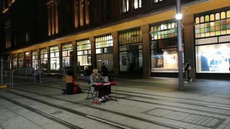 澳大利亚悉尼街头艺人倾情演奏泰坦尼克号主题曲-一麦