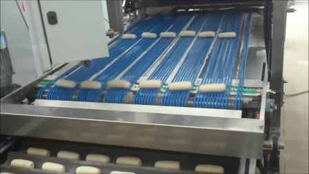 工业线FlexiLine 2.5, 主要生产法式长棍面包,切割成6个小面包