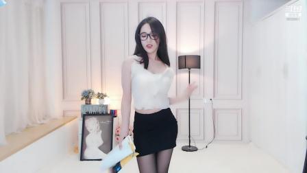 斗鱼女主播淼淼喵酱呀直播视频2019.6.14-1