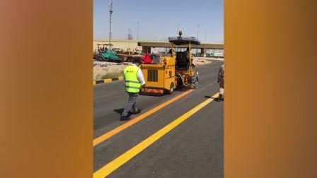 科威特挤出式黄色平线施工