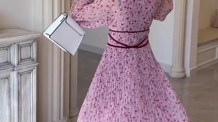 丸子定製2019春夏法式小众雪纺碎花喇叭压褶大V领百褶连衣裙 现货