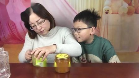 """试吃""""蜂蜜柚子茶和蜂蜜柠檬茶"""",小轩喜欢柠檬的,轩妈真没想到"""
