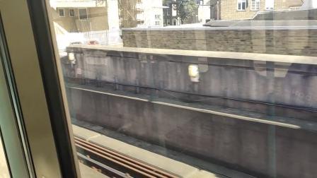 伦敦地铁下穿