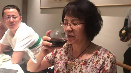 如何优雅的喝红酒