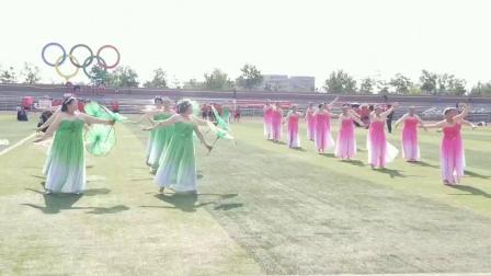 察镇怡雅社区广场舞8月8日《荷叶荷花在湖面上飞舞》指导老师:王利华