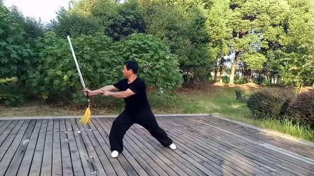 陈式49式太极剑(武汉市)高剑演示(重配音平湖秋月二胡版)2019年8月10。