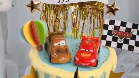 儿童节男孩生日蛋糕装饰 小汽车摆件 赛车标誌黑白小旗 总动员