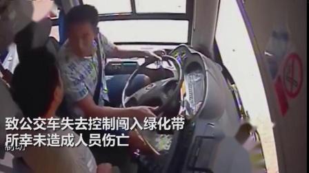 拘留!男子乘公交拒不投币 当女儿面2次抢夺方向盘后逃离现场