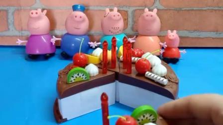 小猪一家吃蛋糕啦,巧克力蛋糕真美味!