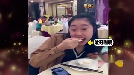 老外第一次用使用筷子,这无处安放的小手太逗了,看完笑喷了