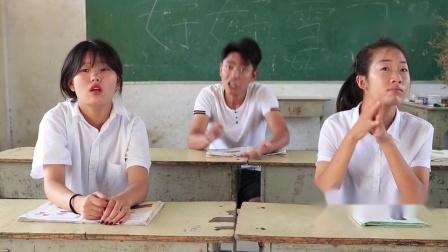 老师给同学们出数学题,结果同学不会用同桌脚趾算,结局太有趣了