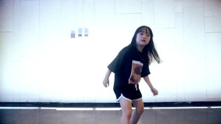 这是谁家的姑娘,好想要一个,郑州儿童街舞培训班,皇后舞蹈