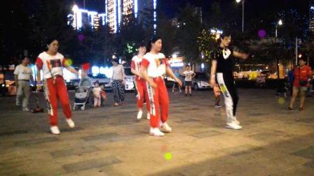 山东济南鹰峰曳舞团刘红团队和瑞广场练舞 2019-09-25晚