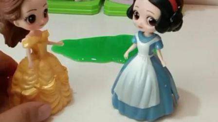 育儿亲子游戏玩具:贝儿太过份,快给她打0分撤了她的王后之位