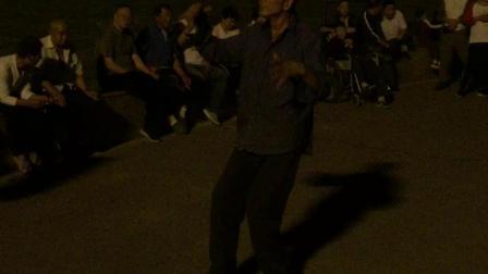 夜晚 公园 娱乐 炫舞者 高清视频2019.10.3