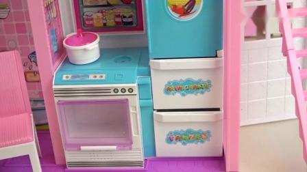 宝宝从冰箱里拿出各种水果和蔬菜给婴儿做美食,玩具模拟生活