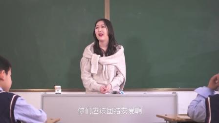 小明贪玩,老师让同学用头悬梁锥刺股的故事激励他,他们照做了