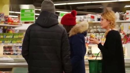 搞笑测试小哥在超市不付款就吃东西,看外国人会如何反应