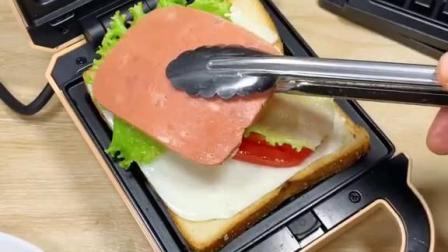 给家人做的早餐,三明治加华夫饼,大家觉得怎么样?