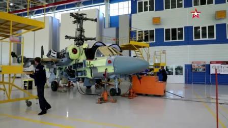 装配线上的 俄罗斯 卡-52 '  短吻鳄 ' 武装直升机