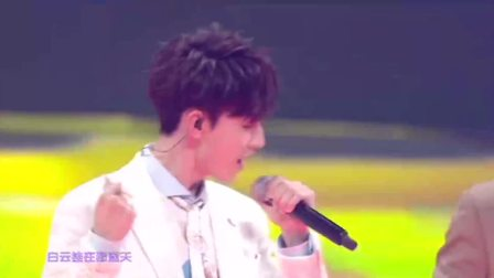 费启鸣,郭俊辰,侯明昊演唱的《你看起来真好看》,很清新