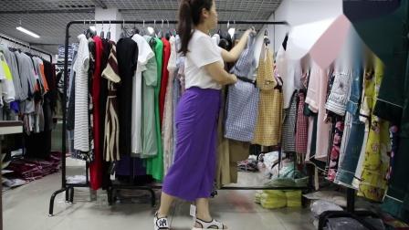 2019年最新精品女装批发服装批发时尚服饰时尚女士夏装连衣裙套装特价走份
