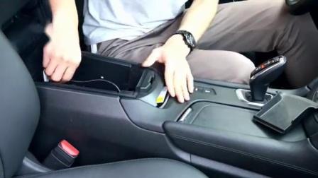 凯迪拉克车上无线充电这样装,美观还方便